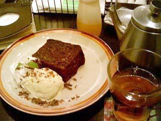 金魚カフェ HOTチョコバナナケーキ