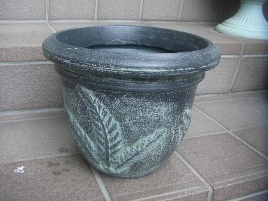 アジアンテイストな鉢