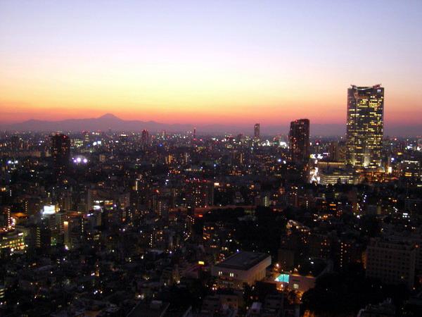 六本木ヒルズと富士山1