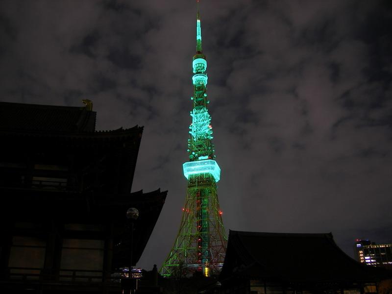 緑タワーと寺