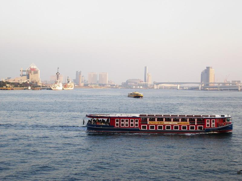 赤い水上バス