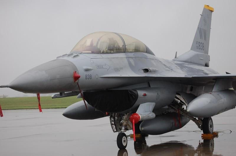 F-16ファイティングファルコン戦闘機
