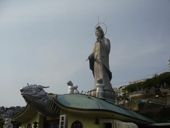 世界恒久平和を願う亀と観音像