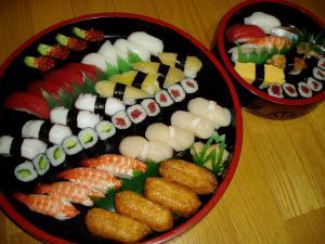 じいじとばあばから寿司の差し入れ