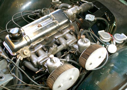 TR4エンジン