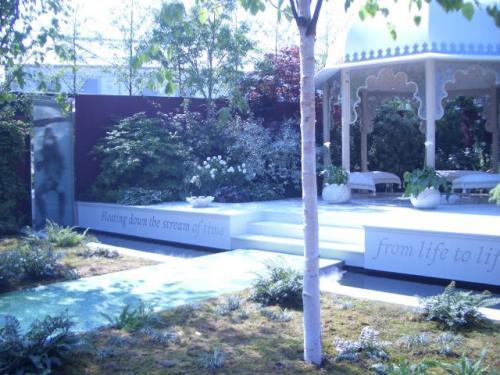 ビートルズに捧げる庭