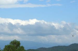 青山高原の風車が少し見えます