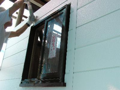 窓コーキング1