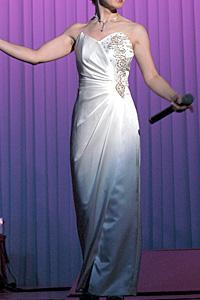 ステージに使った白ドレス