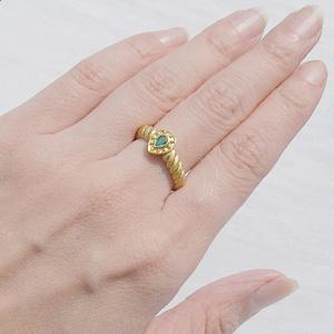 指輪としては気に入らないけど、石が好きで手放せないorz