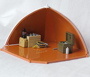 テントの中にも物が置ける