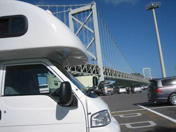 関門橋とアミティ