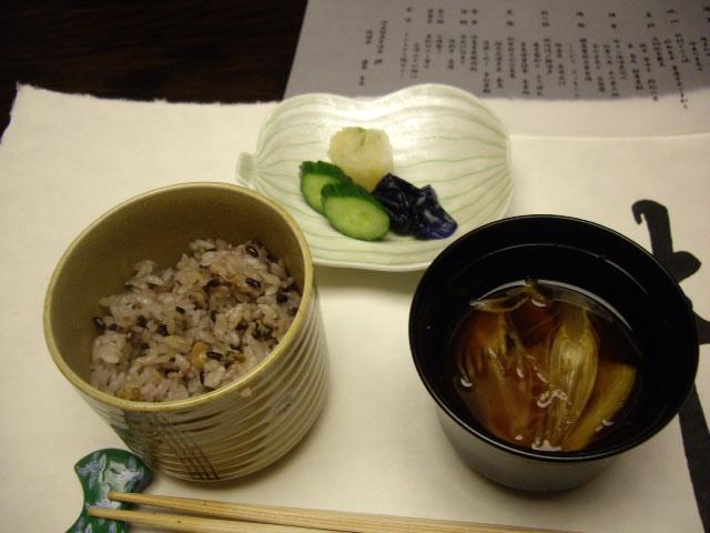 伊豆黒米ご飯と赤出汁仕立てと香の物