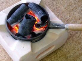 待つだけで、このように火が熾きてきます。