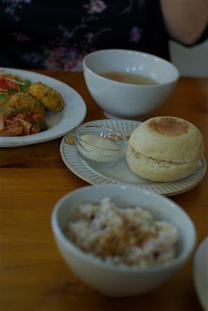 雑穀マフィンと雑穀ご飯
