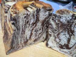 チョコマーブルパンの断面