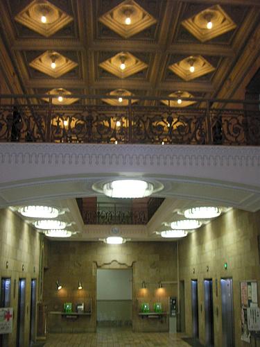 ダイビル玄関ホール1