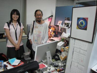 森本晃司監督の机でツーショット