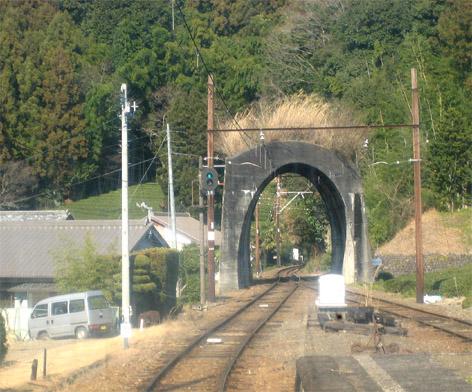 入口だけのトンネル