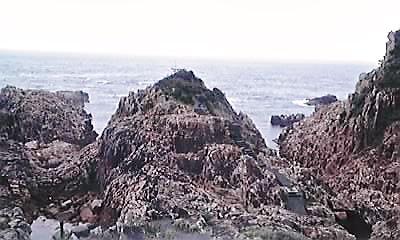 竜宮神社・岩山