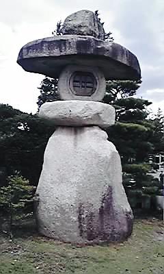 高瀬神社灯篭