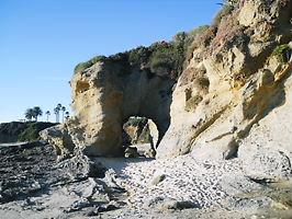 ラグナビーチ穴のあいた岩