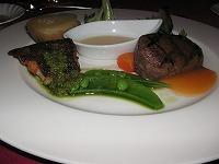 牛フィレ肉と魚のソテー