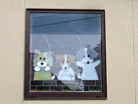 通りすがりの窓に