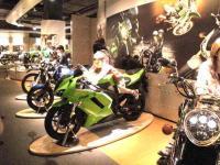kawasaki バイク試乗コーナー&バイクにまたがる子供達