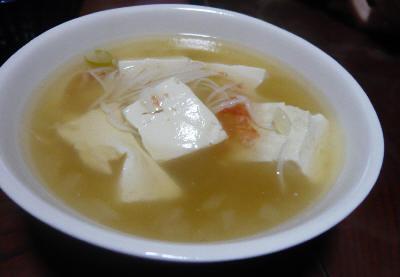 カニの剥き身と豆腐のあんかけ風スープ。