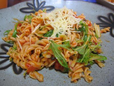 水菜とトマトのパスタ