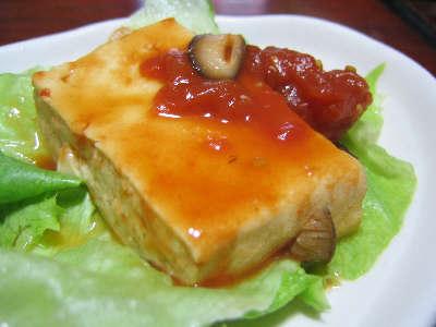 豆腐をトマトで煮たもの