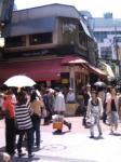 吉祥寺の佐藤精肉店。お目当てのメンチに人だかり。