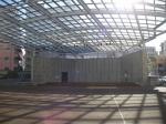 アーケード街「オリオン通り」の中にあるイベント広場「オリオンスクエア」。屋根とステージ完備。