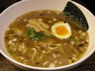 汐留らーめん。ちまたで主流の魚介系スープだが…。