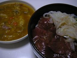 マグロとイカの紅白海鮮丼と自家製ミネストローネ。