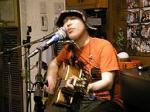 夜は桃谷のLive Cafe Anieにて昨日に引き続きライブ。4日連続ライブのともろー氏だがパワーは依然衰えを知らず。狭い店内を暴れ回った。