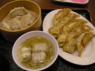 宇都宮といえば餃子。焼き餃子、揚げ餃子、蒸し餃子、スープ餃子…餃子三昧。