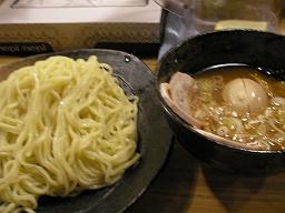 「つけ麺屋 やすべえ」の「つけ麺大盛+味玉チャーシュー」。麺は440g!