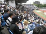 W杯モードがJ2にものり移ったか、平塚は立ち見も出る盛況。8752人。