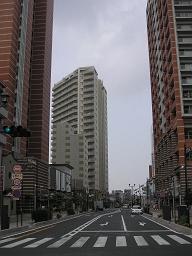 JR与野駅西口。狭く古かった昔とは一変、近未来都市の様相。