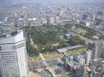 高松シンボルタワーは四国一の超高層ビル。展望台から見た高松城と市街。城の天守台もはっきり。