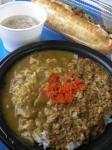 熊谷の会場グルメは意外に種類豊富。ダブルカレー。牛すじスープとセットで650円。