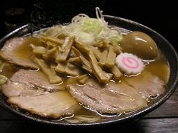 麺屋大斗(大門店)の特製中華そば中盛(880円)。すごいボリューム。