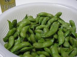 今年も山形・鶴岡特産のだだちゃ豆を大量に買って豪快に食う。
