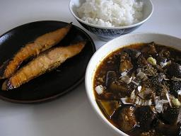 ご飯がすすむ鮭の味噌漬け焼きと麻婆茄子。秋の味覚。