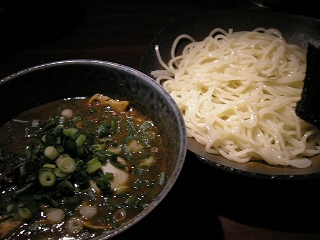 北かまの「つけそば全部のせ」(1,000円)。非常に濃厚な魚系スープ。