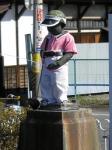 ゴルフの格好をした、JR北山形駅前の小便小僧。浜松町駅ホームの小便小僧を思い出した。北山形駅はのどかな木造の小駅。