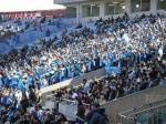 浦和側自由席が前売満杯のおかげで、川崎のサポーター席はゴール裏の半分に圧縮された。