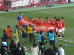 浦和の選手は試合後、サポへの感謝の意を込めて「メリークリスマス」の横断幕を掲げて場内一周。
